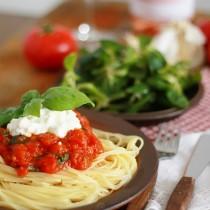 makaron z ricotta i pomidorami