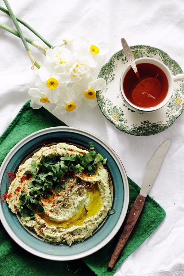 hummus z czosnkiem niedziewiedzim