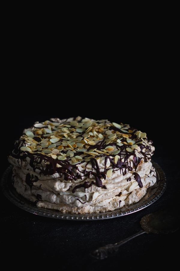 bezowy tort migdałowo-kawowy-5